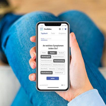 Display eines Handys mit geöffneter CoroNotes App./ Display of a cell phone with CoroNotes App